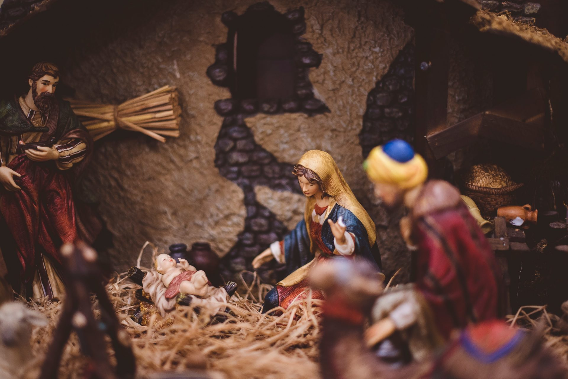 Close up view of Mary and Jesus in the nativity scene